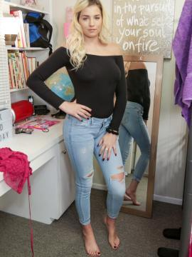 sophia-lux jeans barefoot painted-toes blonde