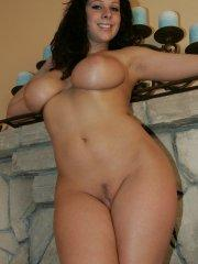 Pictures of Gianna Michaels getting naked for some naughty fun