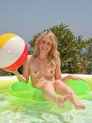 Pictures of teen Kara Duhe having some fun somewhere warm