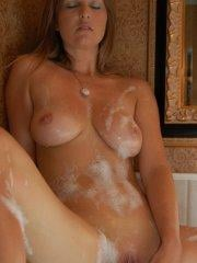 Pictures of Kelly Anderson masturbating in the bath