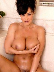 Pictures of Lisa Ann masturbating in the bath