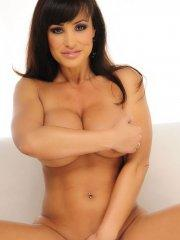 Pictures of Lisa Ann naked and ready to fuck